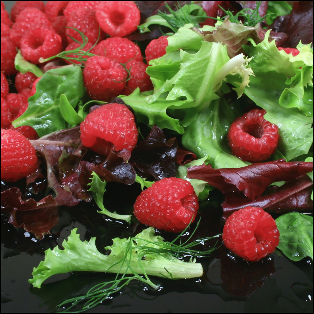healthy eating berries and green leafy vegetables